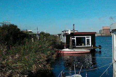 Experiance IJmuiden at sea. - Boat
