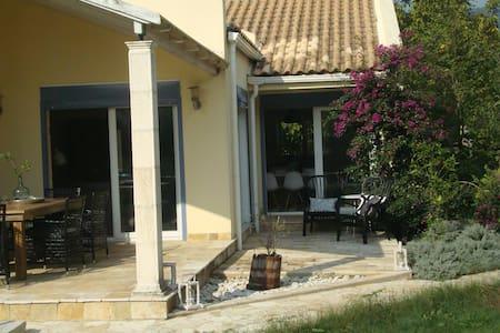 Great family friendly villa in Corfu - Rumah