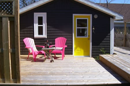Cottage on Main St. Mahone Bay - Mahone Bay - Sommerhus/hytte