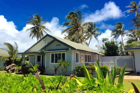 Spacious Oceanfront Home Perfect Location! - Kapaa - House