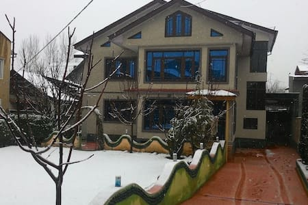 Home Away From Home - Srinagar - Haus
