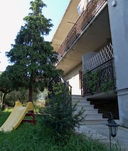 Comodo trilocale con giardino