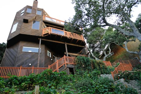 A Fine Cabin: Modern 3-Story in Silicon Valley - San Carlos