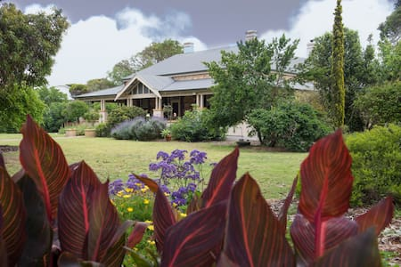 Jacaranda Suite at Yankalilla Bay Homestead - Normanville