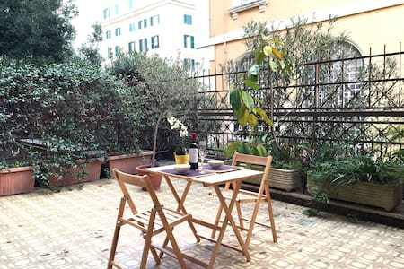 Trastevere quiet apt with terrace