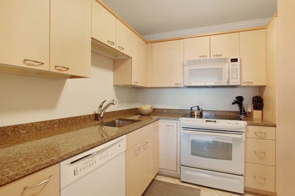 Lux Contemporary 2BR - Back Bay