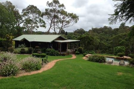Country cottage retreat, tennis & swimming resort - Middle Dural - House