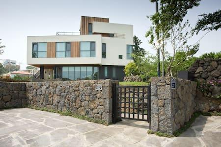 Jeju Naderi B&B - House
