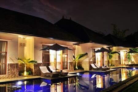 Huge and beautiful 8 bedrooms villa