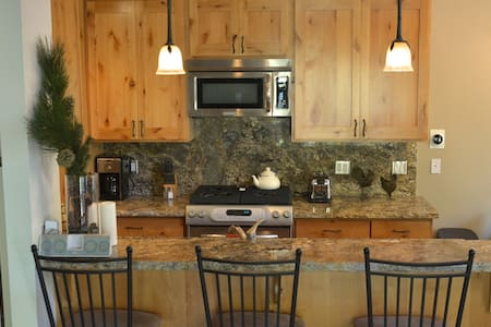 Remodeled Woodsy Lake Tahoe Home - Kings Beach - Kisház