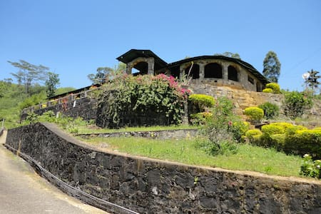 Nuwaraeliya via Hatton castlereigh - Bed & Breakfast