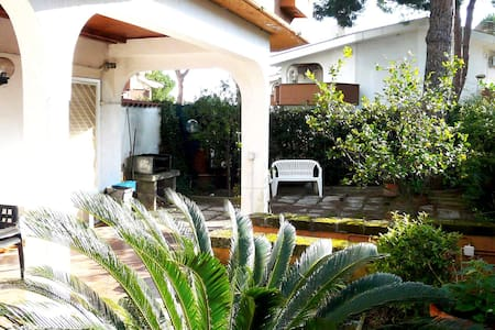 HOUSE HOLIDAY in santa marinella next to sea ,50 min. from rome,good connection by train and highway.villa with 2 rooms,hall/kitchen double bathrooms , terrace and garden , private parking. confortable and safe .