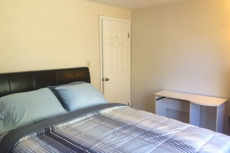 Private Room/Shared Bath in a Quiet Neighborhood-2 - Silver Spring