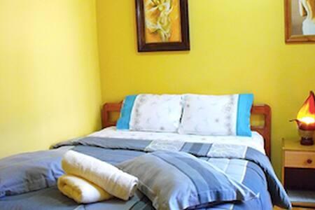 Amigable Habitacion Doble en Hostal - Concepción