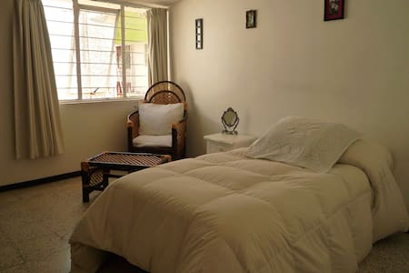 Bed, Breakfast & Dinner.. - Puebla - Huis