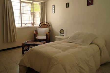 Habitación cómoda, segura y limpia - Hus