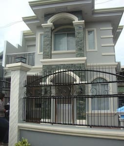Cosy 4BD fully airconditioned house - Hus