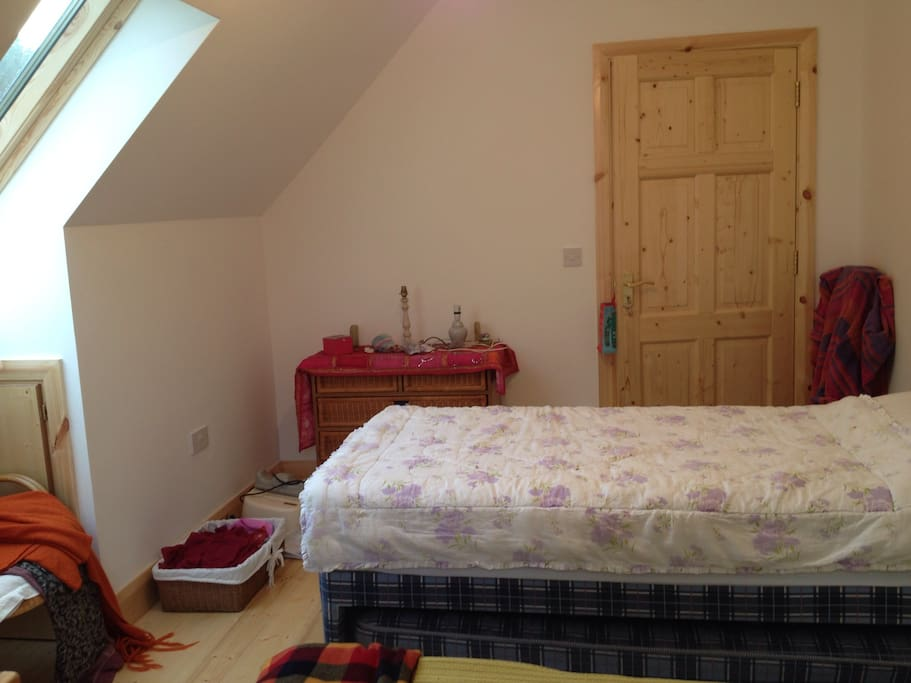 Family/Twin room in lovely house
