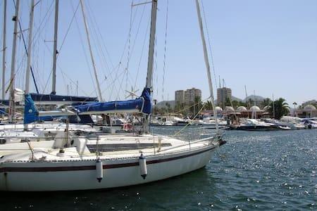 Cool and spacious 2BD, near beach - Cartagena
