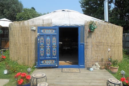 Luxury Yurt with HOT TUB and FISHING in Essex - Yurt