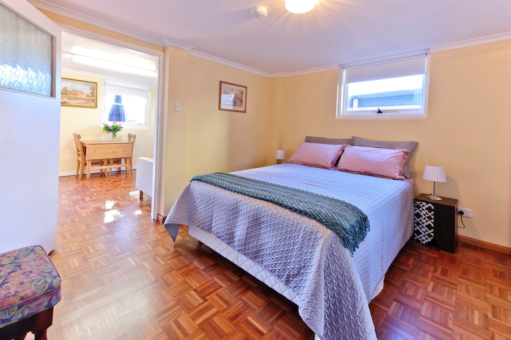 Self Contained 1 bed Coogee South
