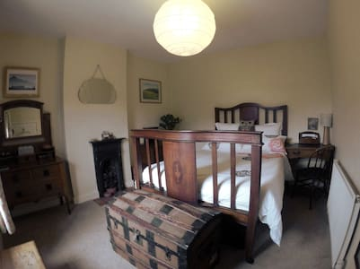 Cosy room in Malvern Stone Cottage - House