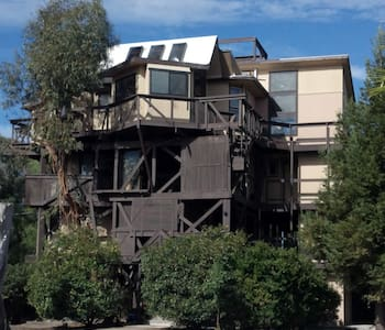 TREEHOUSE with private living area - Suisun City