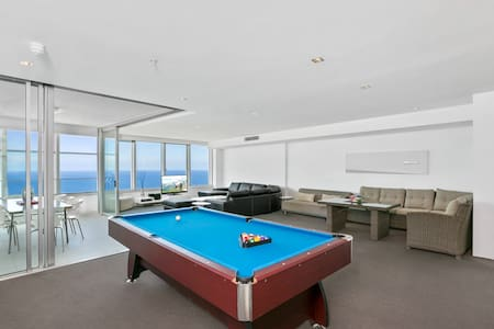 Surfers Paradise 3 Bedroom Stunner