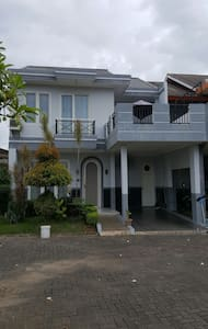 Cozy Townhouse in Cilegon - House