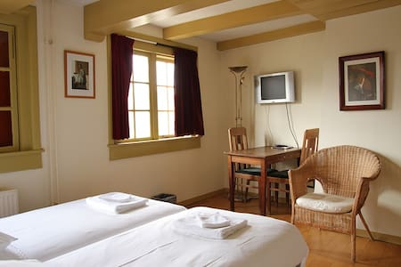 3P Room, Canal View + Breakfast!