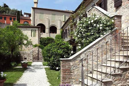 NEAR VENICE IN A MEDIEVAL VILLAGE - Apartment