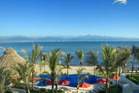 Beachfront Resort, Sleeps 8-10