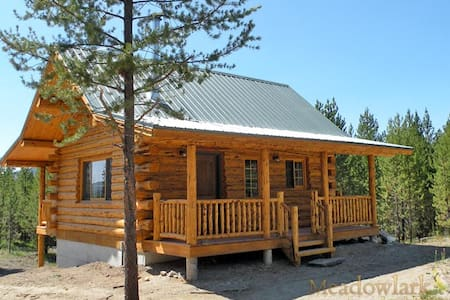 Log Cabin near Glacier Park - Sleeps 7 - Casa