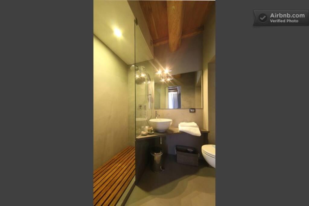 l'Amour Suite Restroom