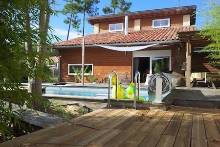 villa avec piscine  et jardin  - Villa