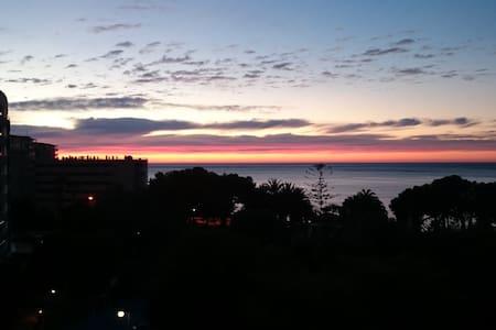 Suite en playa y excelentes vistas. - El Campello - Bed & Breakfast