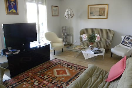 Bel appartement au calme à 20mn du centre de Paris - Apartment