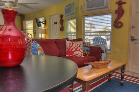 Sea Rkt 1 - Cozy Efficiency in N Redington Beach! - Condominium