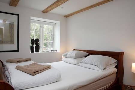 Beautiful Danish Villa Double Room - Copenhagen - Bed & Breakfast