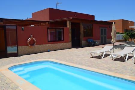 Villa de cuatro habitaciones con piscina privada - Willa