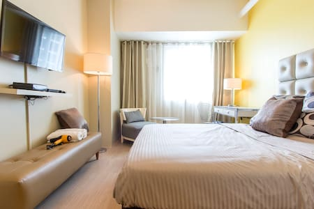 BRAND NEW In Renaissance!  Central! - Pasig - Apartment