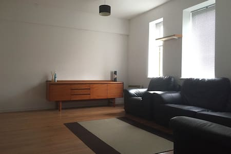 Modern Cosy Double Bedroom in The Mission Building - Apartemen