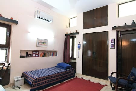 Comfortable homestay in south delhi - Apartment