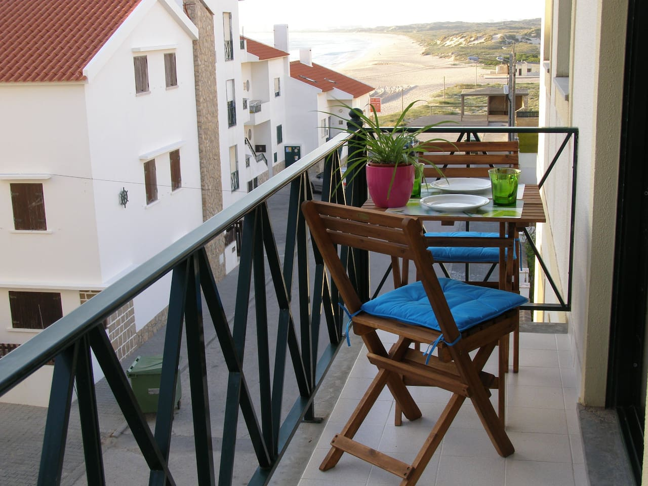 Esta é a varanda da Casa onde pode apreciar a vista para a baía da Praia da Consolação!