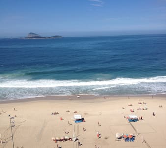Beautiful 2 bedroom apartment in the safest area of Ipanema, 50 meters away from the beach. Ideal for 2 couples or a family with kids. Fully equipped, 24 h security, open-air swimming pool. beautiful views on the beach and the Lagoa.