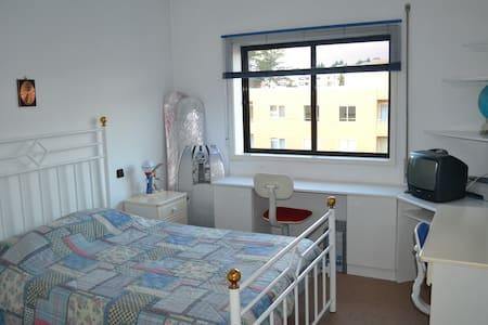 Dois Quartos com Casas Banho privativa (2 Suites - Santa Maria da Feira - Domek gościnny