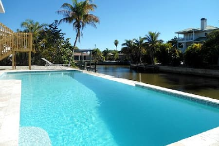 Island Villa + 33' Infinity Pool, Dolphin Visits - Fort Myers Beach - Villa