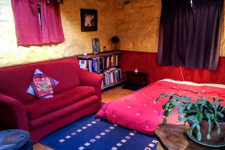 Airy self-catering studio w/ own bathroom & stove - Carrick-On-Suir