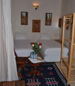 Dar Essoaoude-Chambre Lits Jumeaux - Fes el Bali - Bed & Breakfast