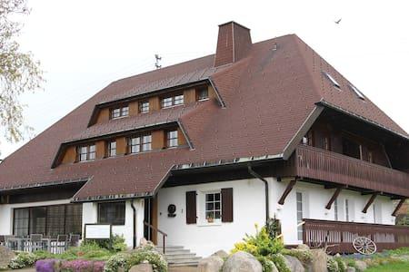Badisches Landhaus - Fewo ÜF - Schluchsee - Aamiaismajoitus